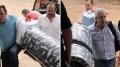 Giroto e Amorim chegam ao presídio carregando colchões - Fotos: Marco Miatelo - Diário Digital