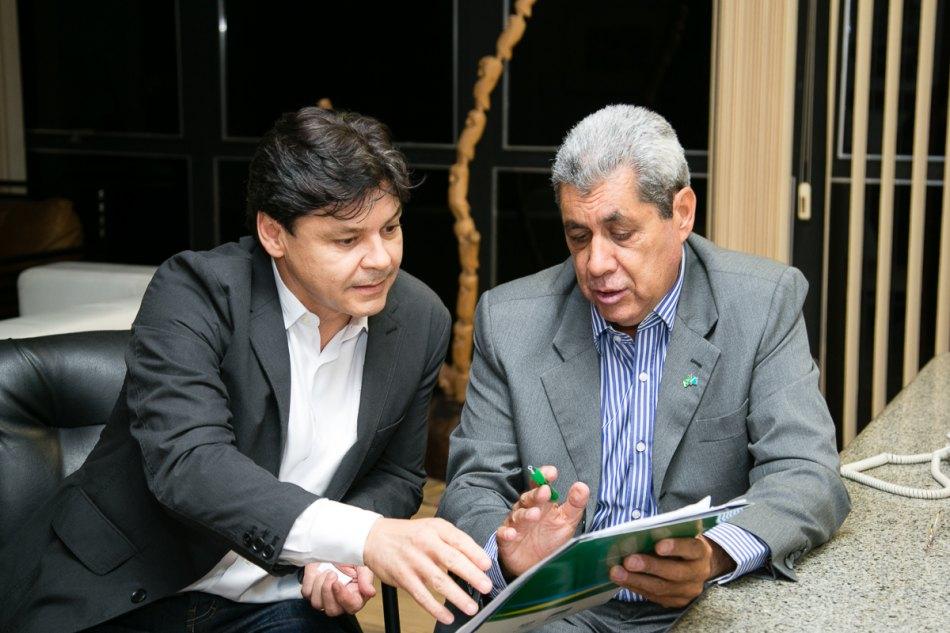 O ex-PT Paulo Duarte ao lado do amigo André Puccinelli.jpg