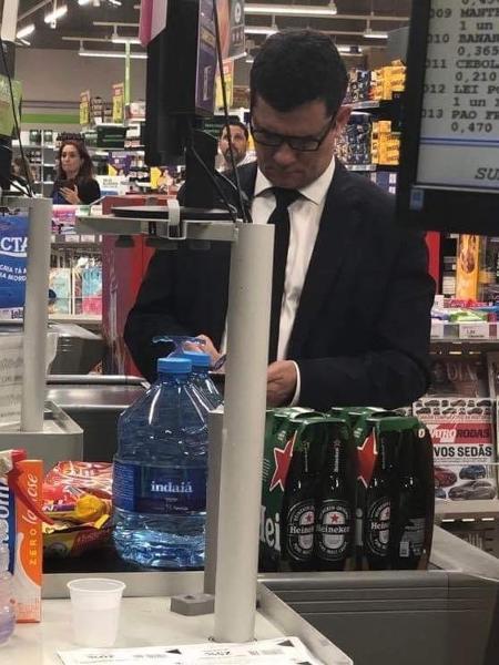 Moro comprando cerveja.jpg